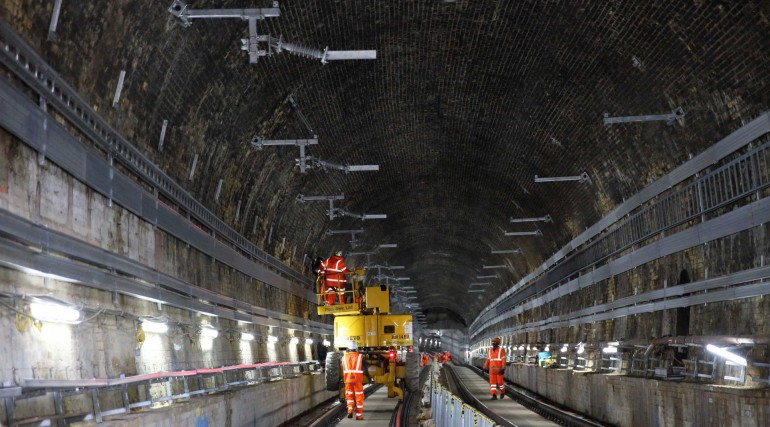 04 Installing overhead catenary system in the Connaught Tunnel_266101
