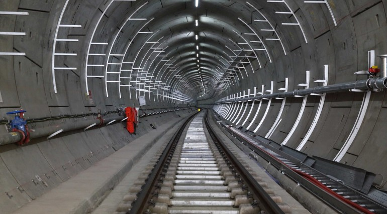 06 Cable management systems installed in Crossrail tunnel_268041
