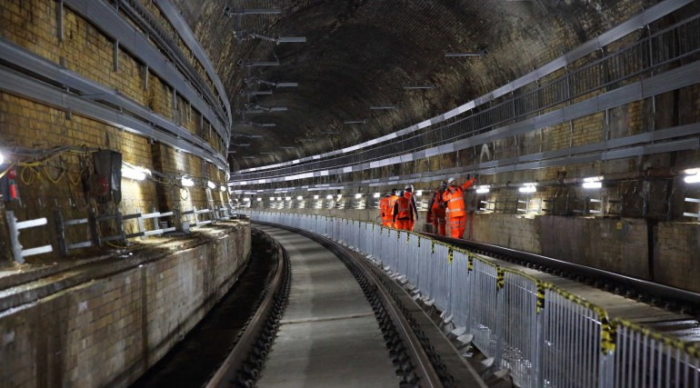 10 Installing overhead catenary system in the Connaught Tunnel_266105