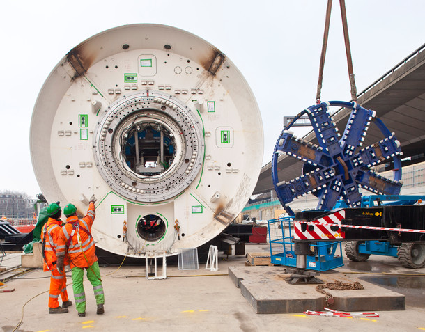 TBM cutterhead delivered to Westbourne Park ready for installation, January 2012