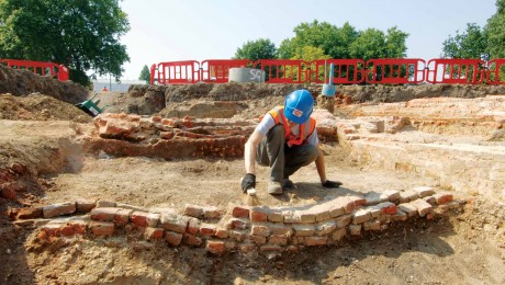 Crossrail opens community archaeology dig in Stepney Green