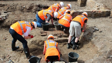 Volunteers to unearth London's history