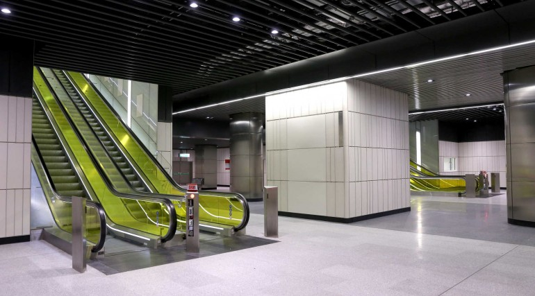 Canary Wharf Crossrail station ticket hall _206478