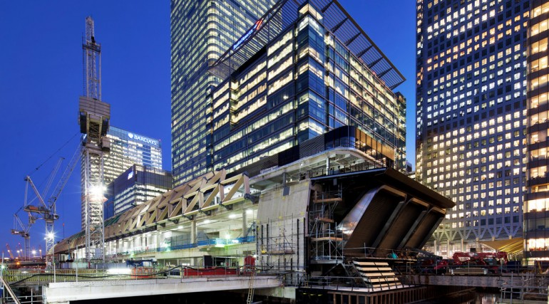 Construction of striking lattice timber roof above Canary Wharf Crossrail station_113334