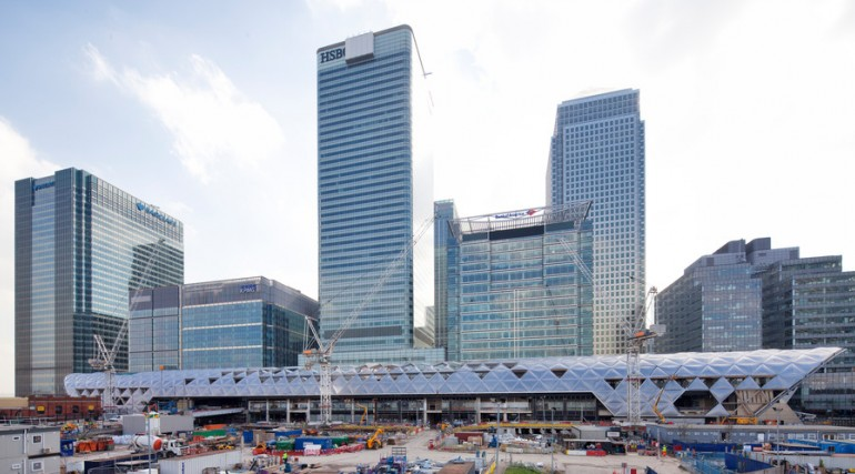 Construction of striking lattice timber roof above Canary Wharf Crossrail station_135265