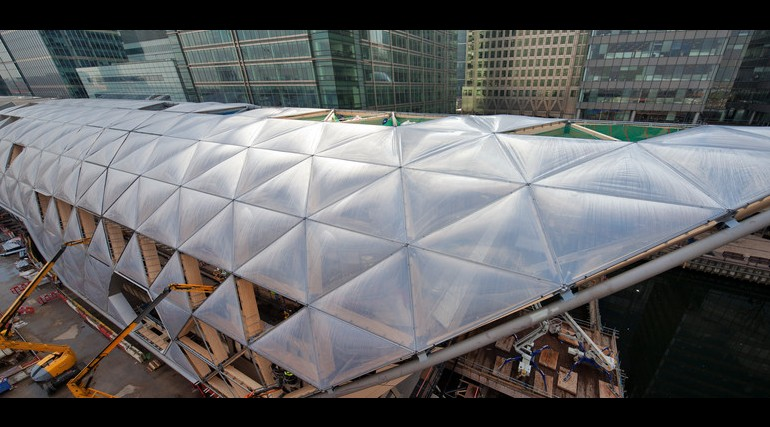 Construction of striking lattice timber roof above Canary Wharf Crossrail station_135274