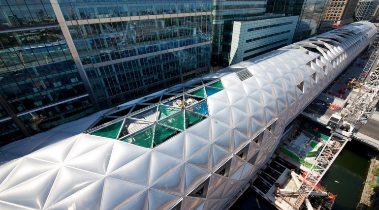 Construction of striking lattice timber roof above Canary Wharf Crossrail station_144163