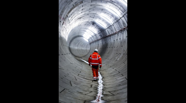 Construction worker inspects completed tunnel beneath the Thames_127799