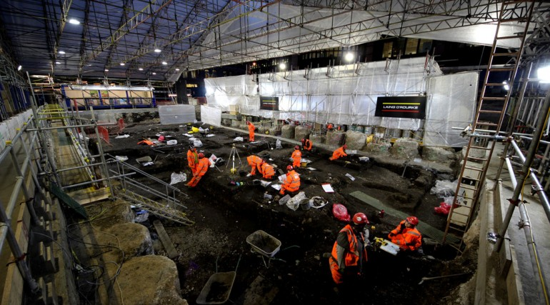 Crossrail excavate Bedlam burial ground at Liverpool Street_evening shift_189125