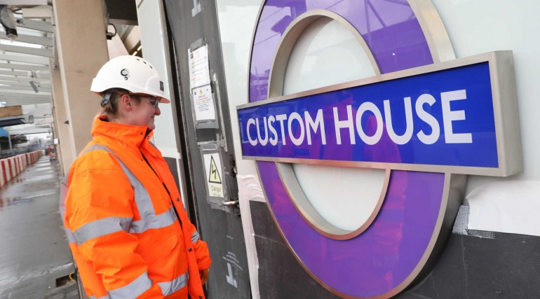 Elizabeth line roundel installed on platform level at Custom House station_296356