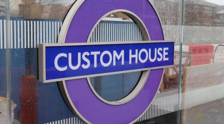 Elizabeth line roundel installed on platform level at Custom House station_296358