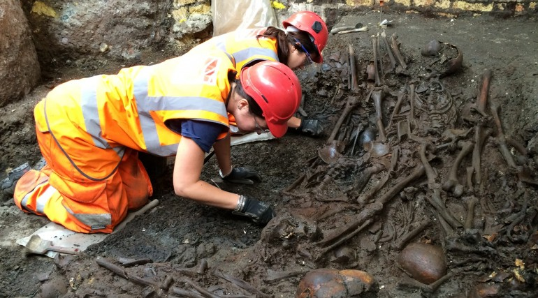 Mass burial uncovered at Crossrail Liverpool Street site_204843
