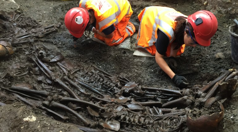 Mass burial uncovered at Crossrail Liverpool Street site_204900