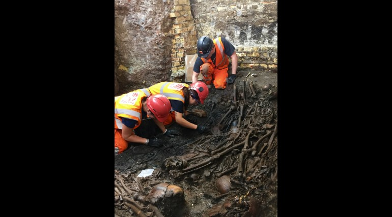 Mass burial uncovered at Crossrail Liverpool Street site_204905