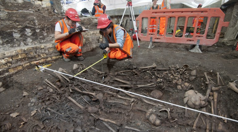 Mass burial uncovered at Crossrail Liverpool Street site_205241