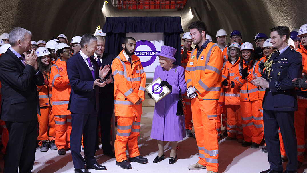 Her Majesty the Queen visits the under-construction Crossrail station at Bond Street_227845