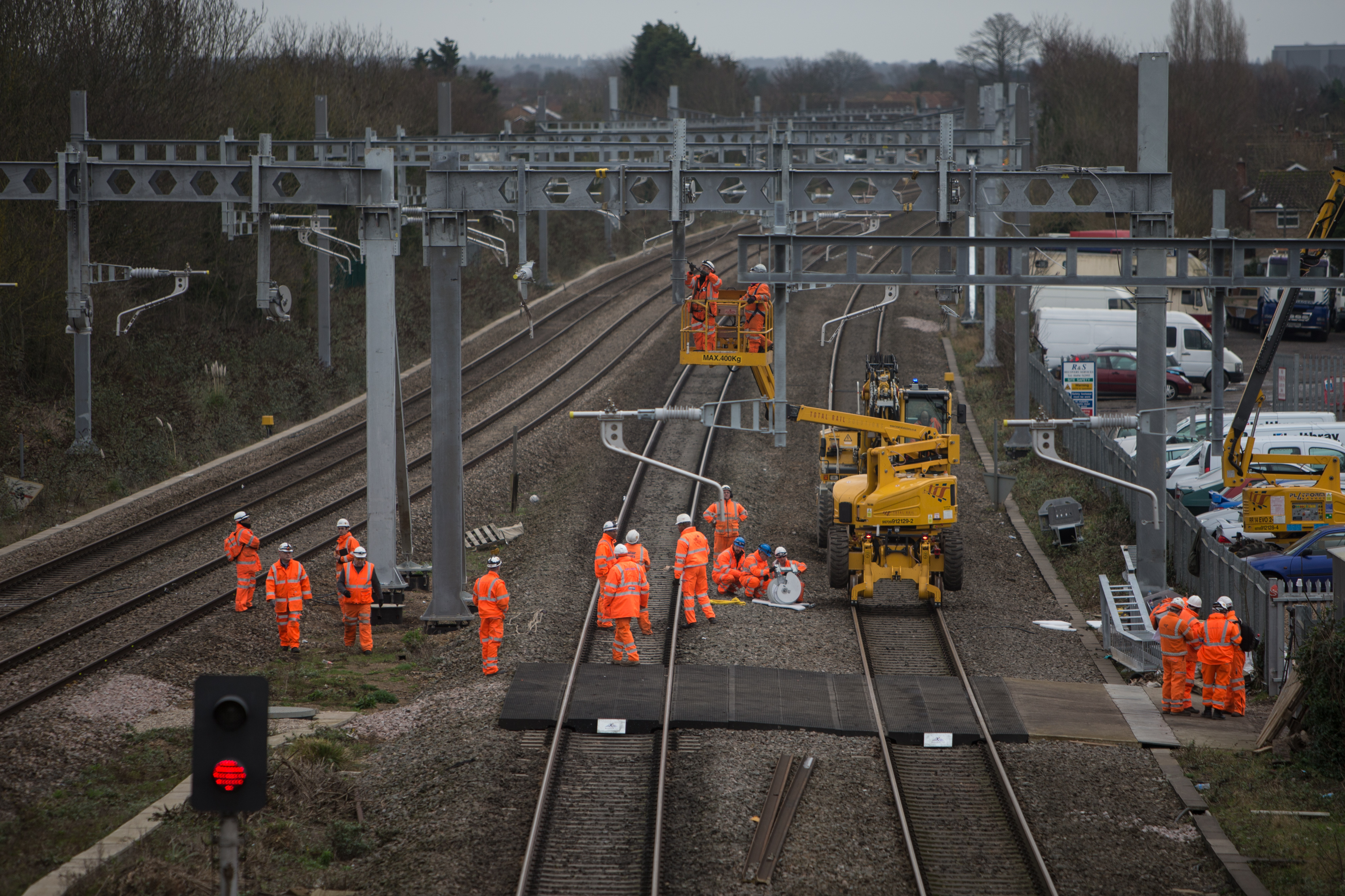 Overhead power works near between Maidenhead and Slough_218136