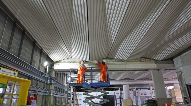 Ticket hall roof being installed at Liverpool Street_257753
