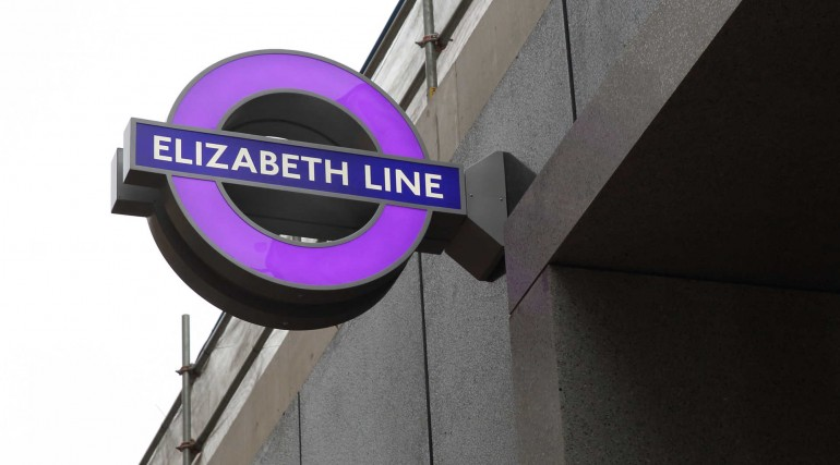 External Elizabeth line roundel installed at Tottenham Court Road station_297373